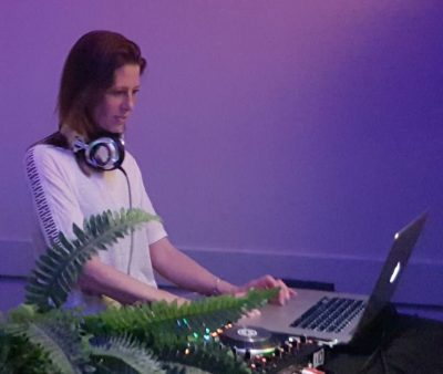 DJ Boeken Houten 25 jarig huwelijksfeest